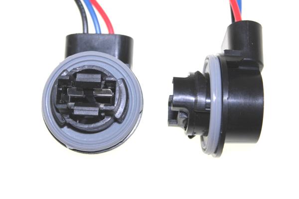 904364 Патрон под лампу P27/7W с проводами, пластик TM Nord YADA