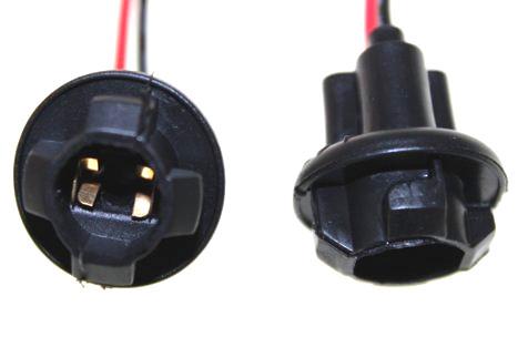 904362 Патрон под лампу W5W (T10 ) с проводами резина TM Nord YADA